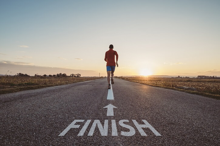 corredor hacia linea de meta