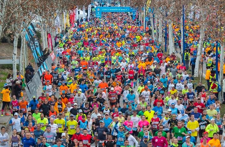 maratón de sevilla corredores en la carrera