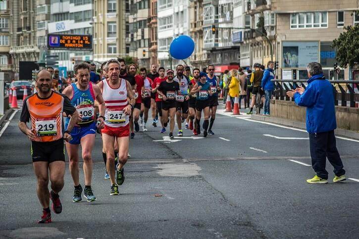 corredores maraton coruna