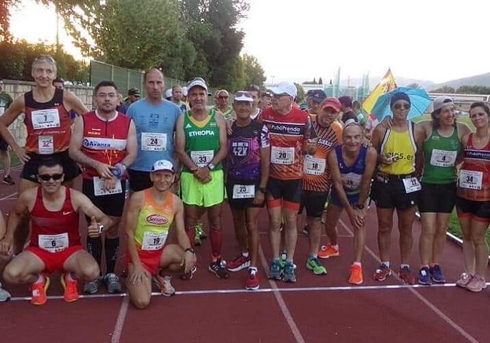 participantes maratón en pista Jaén