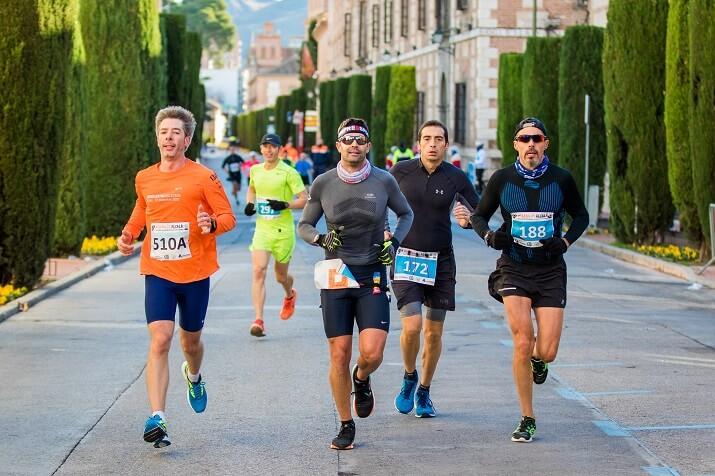 corredores en la maratón de Alcalá de Henares