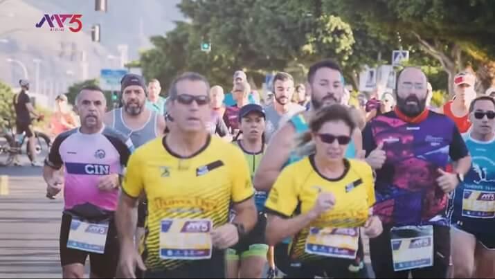 corredores en la maratón de santa cruz de tenerife