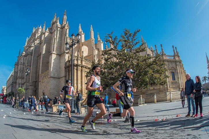 corredores del zurich maratón sevilla