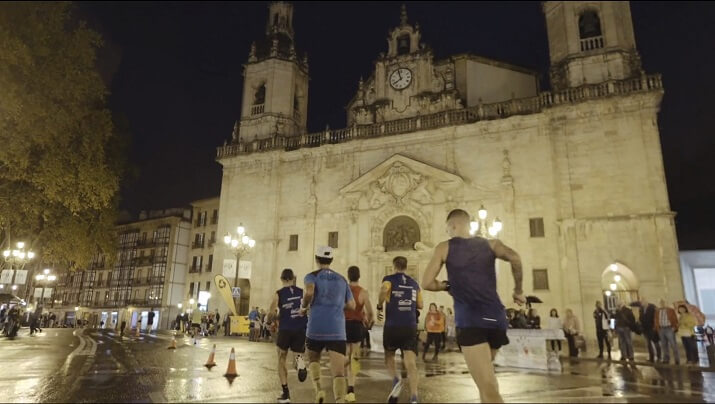 runners en el edp Bilbao Night Marathon