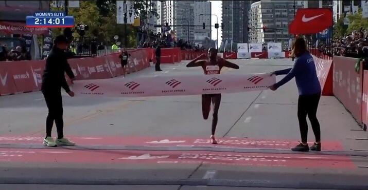Brigid kosgei récord femenino del mundo maratón