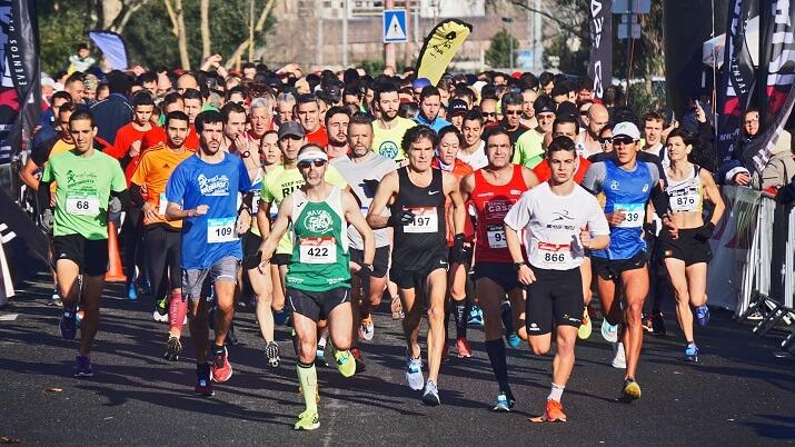 corredores en un maratón